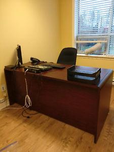 Medium Sized Office Desk - Cherry Finsh
