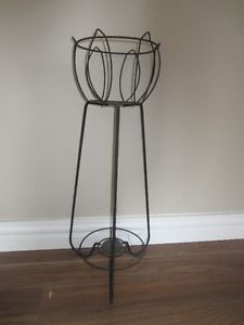 WROUGHT IRON PLANT STAND - IN GREAT CONDITION!
