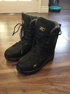 Womens size 8 kilm snowmobile boots. like new