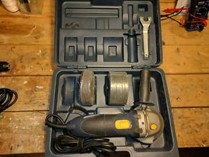 Angle grinder, case and grinding discs