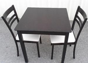 Apt Sized Kitchen Table & Chairs