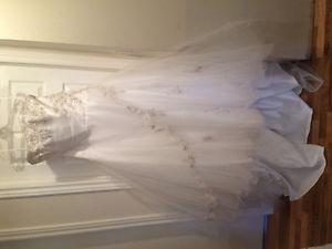 Beautiful Mori Lee wedding dressMy sister bought this