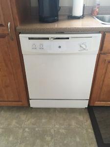 Dishwasher for sale / Lave-vaisselle à vendre