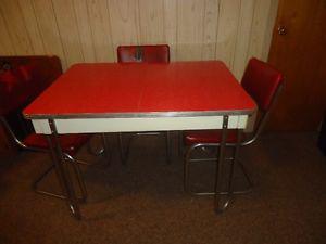 Ensemble de cuisine avec 4 chaises Vintage rouge