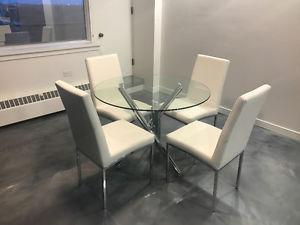 Stylish 5 piece Dinette Set with 4 plush Chairs