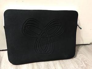 Aritzia TNA 15 inch Laptop case