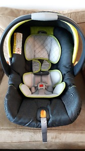 Chicco Baby Car Seat with base (4lbs-22lbs)