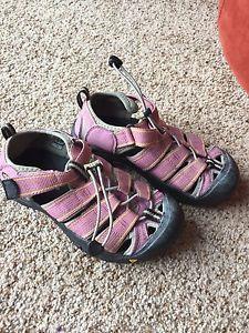Girls keen sandals size 2