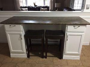 Kitchen island and 2 matching stools