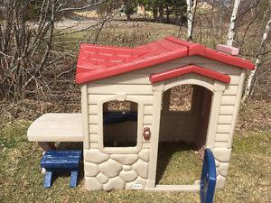 Little Tikes - Picnic On The Patio Playhouse. Maison pour