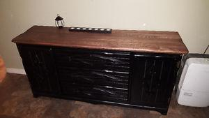SOLID WOOD DRESSER IN GOOD CONDITION