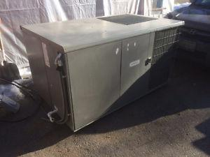 lennox rooftop heating and cooling unit