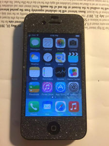 Bell iPhone 4 8GB small crack on top but covered by screen