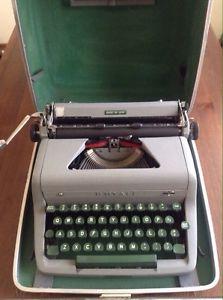 Vintage Royal De Luxe Typewriter + new ink ribbon