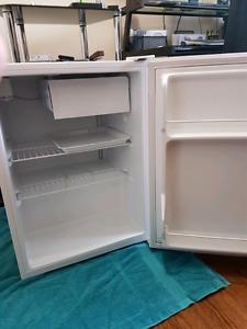 3.3 Cu Ft Black and Decker fridge