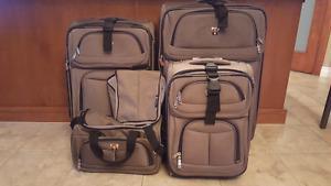 5 piece set Swiss Gear luggage green