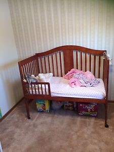 Crib that converts to daybed