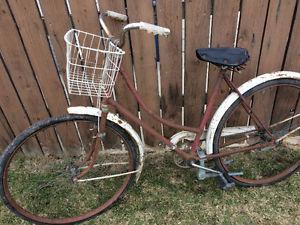 Old Vintage single speed bike, (28 Inch tires)