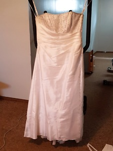 Beautiful crystal wedding gown with crystal vail and wrap
