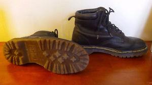 DOC MARTENS * VINTAGE* GREAT CONDITION- WOMENS 8/9