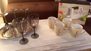 Kitchen items: spiral vegetable slicer, mugs, plastic cups,