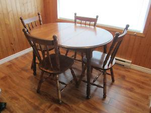 Solid wood Kitchen Table and 4 chairs Made In Canada
