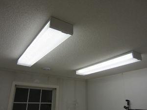 2 fluorescent light fixtures $60 for the pair