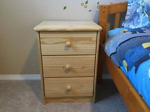 3 Drawer Nightstand in Excellent Condition