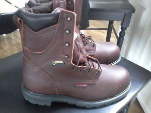 Brand new redwing work boots size 9 never worn