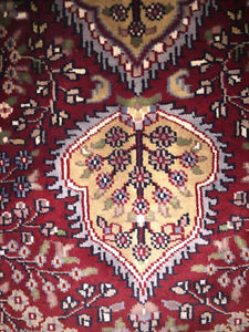 Fine Agra rug for sale, beautiful, like new condition