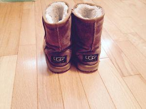Girls UGGS size 9/10