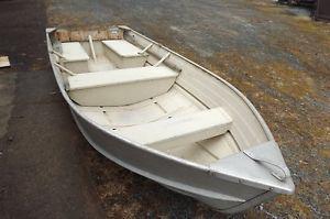 Great aluminum fishing boat and motor