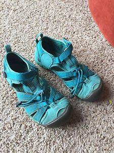 Keen sandals size 2