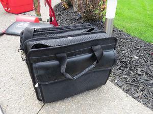Lightweight laptop travel case