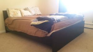 QUEEN SIZE PLATFORM BED,Memory Foam Mattress and side table