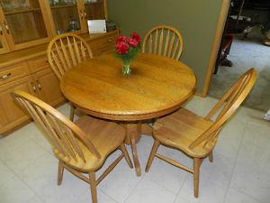 Solid Oak Dining Room Table & Chairs (4)