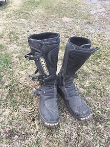 Thor dirt biking boots