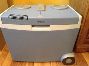 AC/DC vacation cooler/ heater for food or drinks