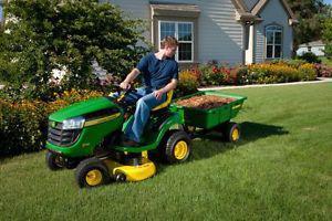 D130 John Deere Lawn tractor ()