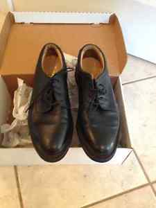 Men's Black Dress Shoes Size 9, Wide fit