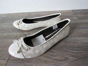 NEW- PURE Alfred Sung white women's shoes