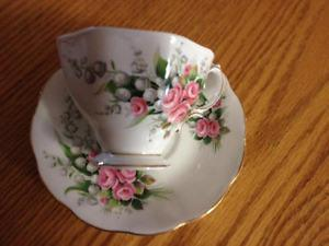 VINTAGE CHINA CUPS AND SAUCER SETS