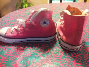 Chuck Taylor CONVERSE girls pink shoes size 9