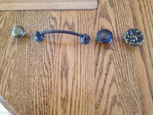 Large lot cabinet door knobs & pulls (enough for large