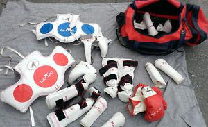 Tae Kwan Do Pads-Kids Size M 2 sets with duffle bag