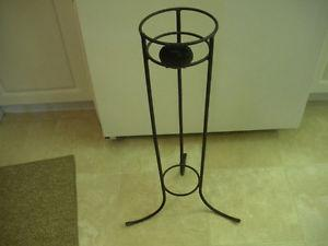 VINTAGE BLACK WROUGHT IRON PLANT STAND