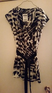 Brand new black and white scoopneck top