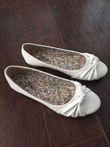 Marilyn Moda White Knot Adia Flat. Size 7.5. Brand New.