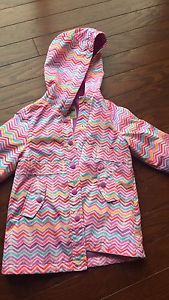 OshKosh size 5T raincoat, like new!!