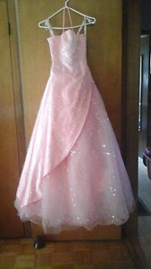 Size 4 prom dress for sale never been worn